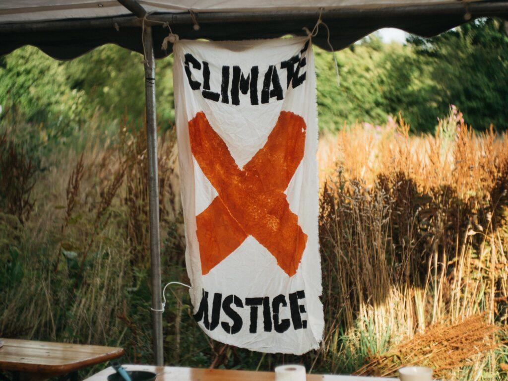 Klimabevægelsens nye klæder - Konfront